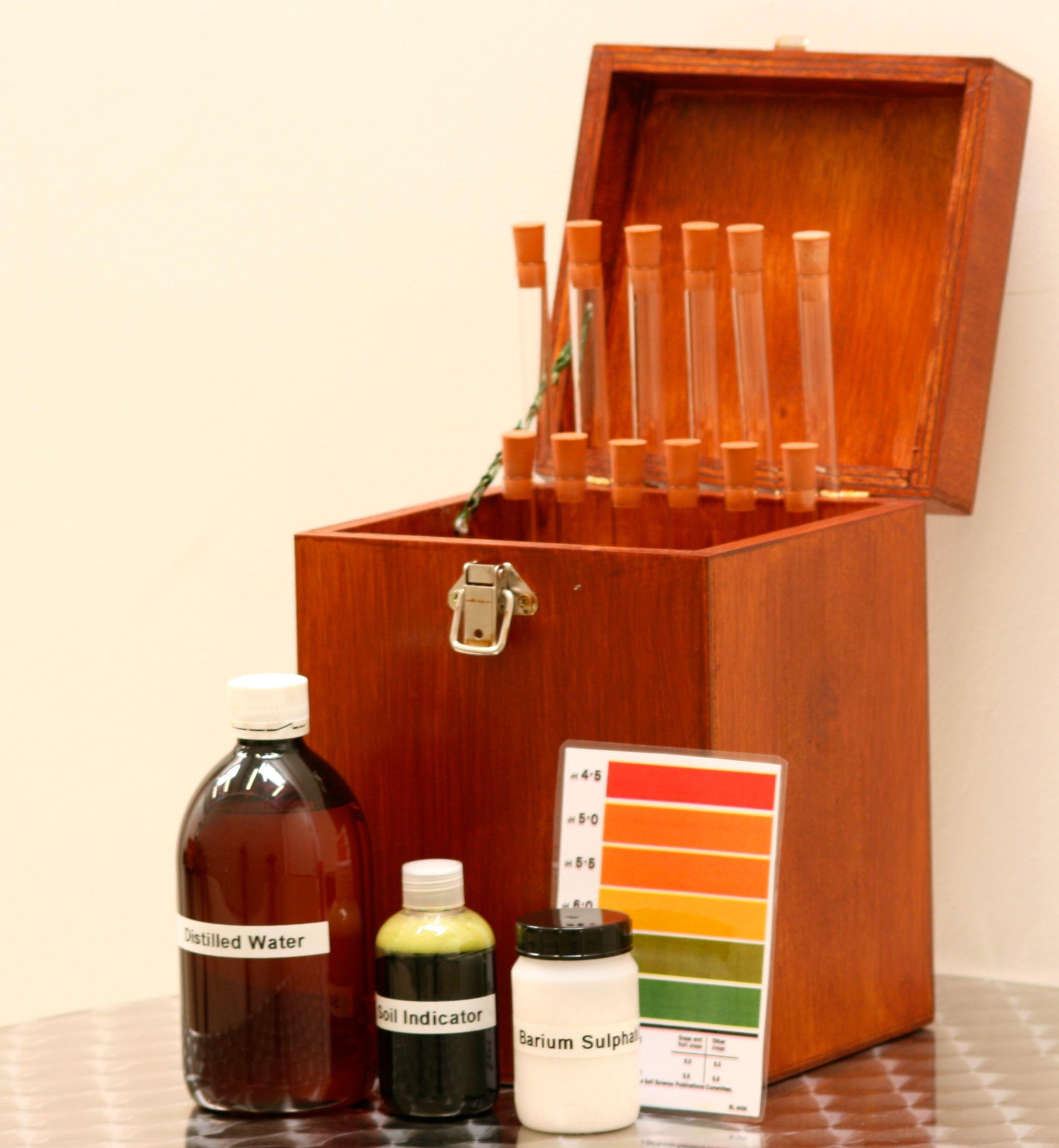 Mount liming buy a soil ph testing kit for Soil nutrient test kit